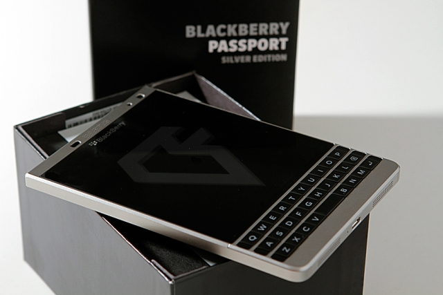 [Image: 11_15_32_blackberry_passport_silver.jpg]