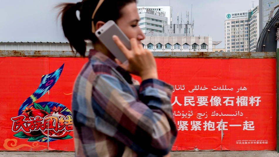 Chinese government forces its muslim minority to use spyware