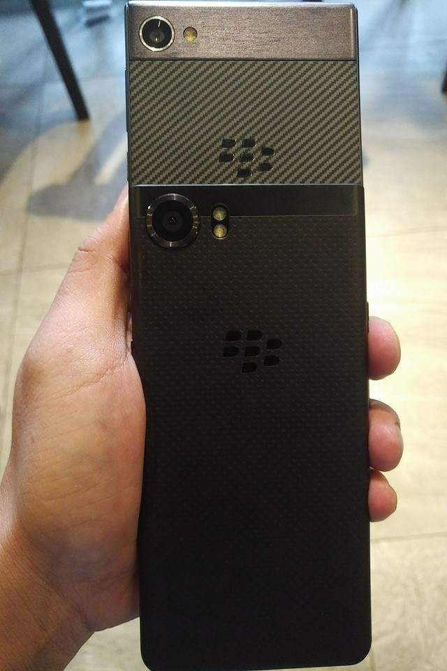 First shown picture of (probably) BlackBerry Krypton